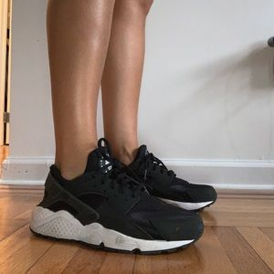 Nike Huarache Black Women's Size 8